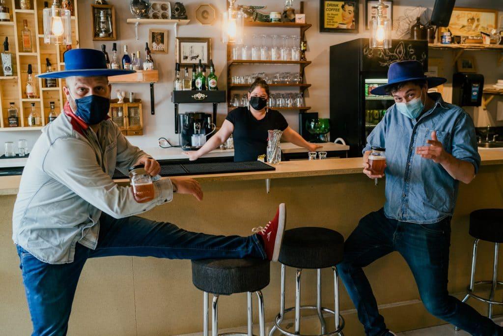Claude Cobra et Frank Bleu Jeans Bleu